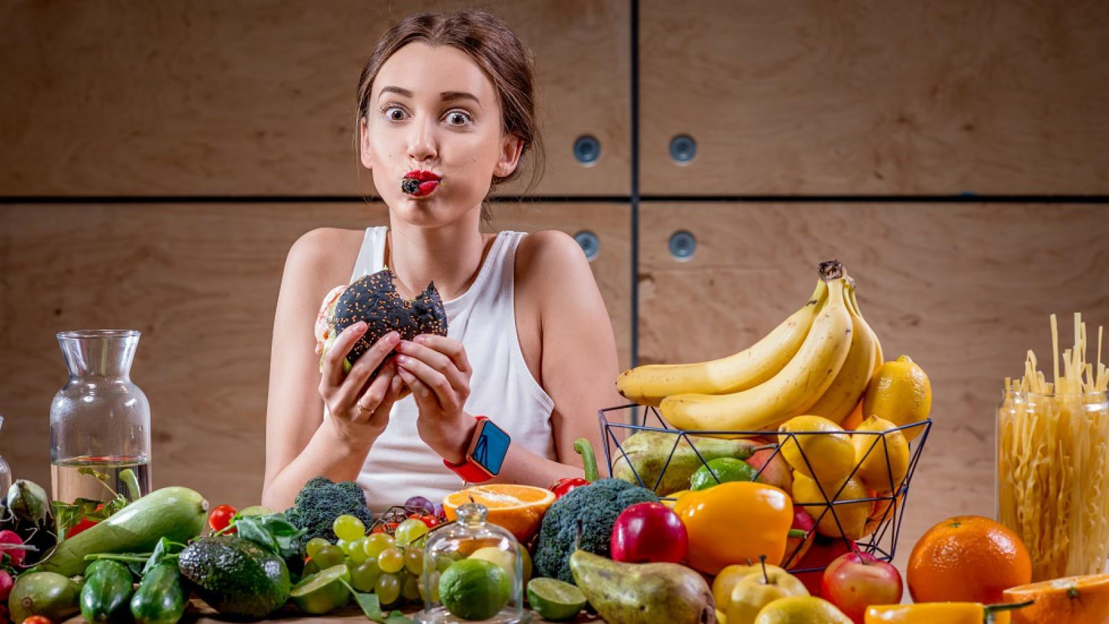 Cinci greșeli frecvente pe care trebuie să le evităm când ne e foame