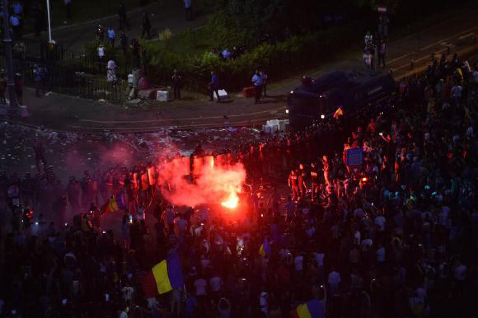 Circa 100 de mii de oameni au protestat ieri la București: 440 de persoane au primit îngrijiri medicale