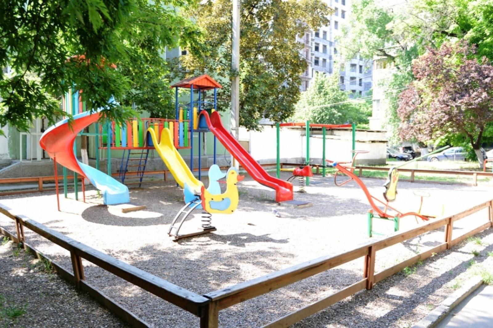 Circa 100 locuri noi de joacă și șapte terenuri de fitness vor fi amenajate în municipiul Chișinău