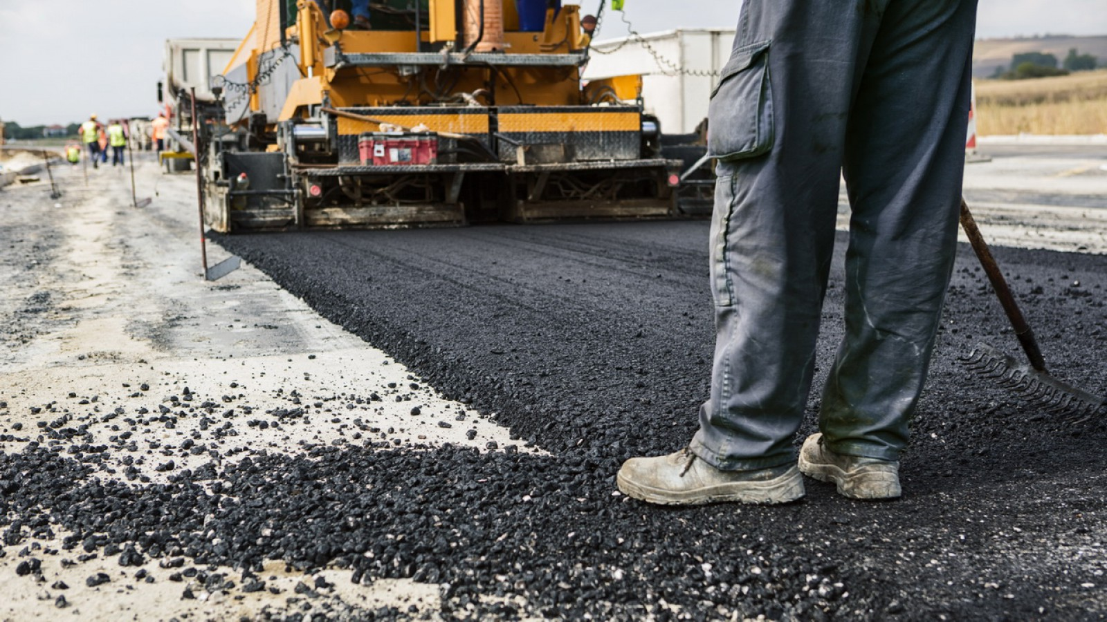 Circa 80 de km de drumuri locale vor intra în reparaţii după mijlocul lui 2018. Iată unde se va interveni