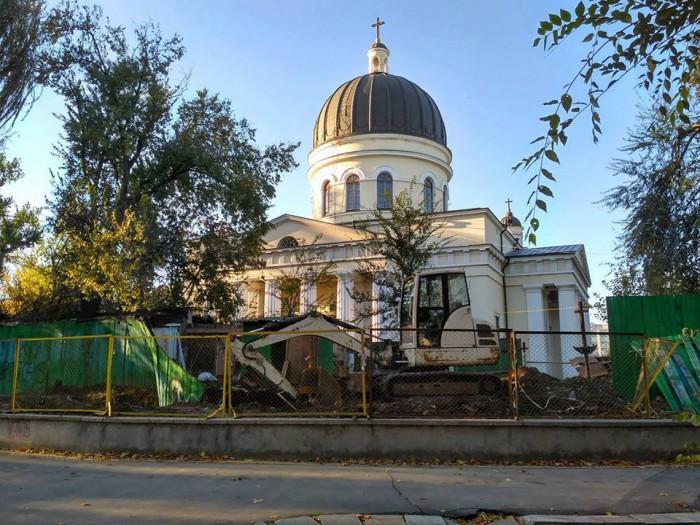 """CMC a decis! În spatele Catedralei Mitropolitane """"Nașterea Domnului"""" urmează să fie construită o casă parohială"""