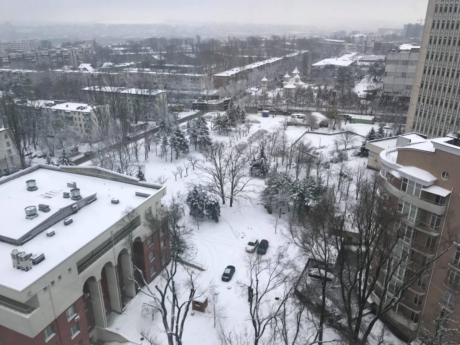 (cod galben) Moldova sub zăpadă. După o noapte în care a nins în continuu, vine lapoviță și temperaturi puțin peste 0 grade