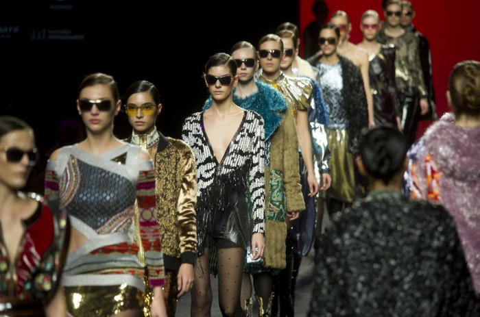 Casele de modă ca Dior, Gucci și Vuitton vor interzice angajarea manechinelor prea slabe și prea tinere