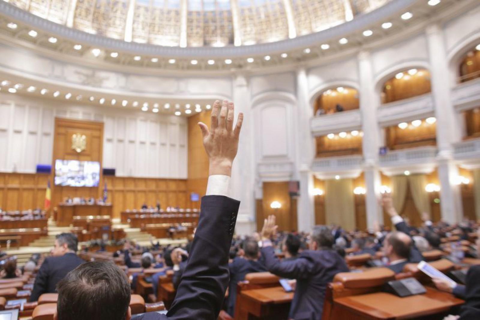 Controversatul Cod de procedură penală din România, votat aseară în Parlament. Deputații și-au făcut program prelungit până la 22:00