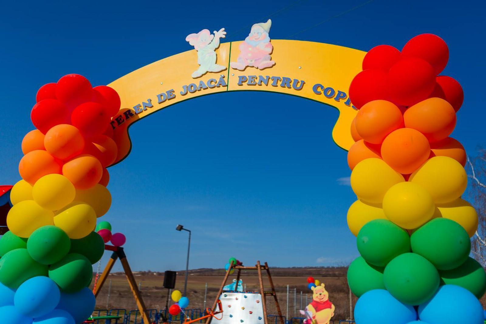 """Copiii din Furceni, Orhei, beneficiază de un teren de joacă modern. Programul aparține """"Uniunii Orheiul NOU"""" lansat de Partidul """"ȘOR"""""""