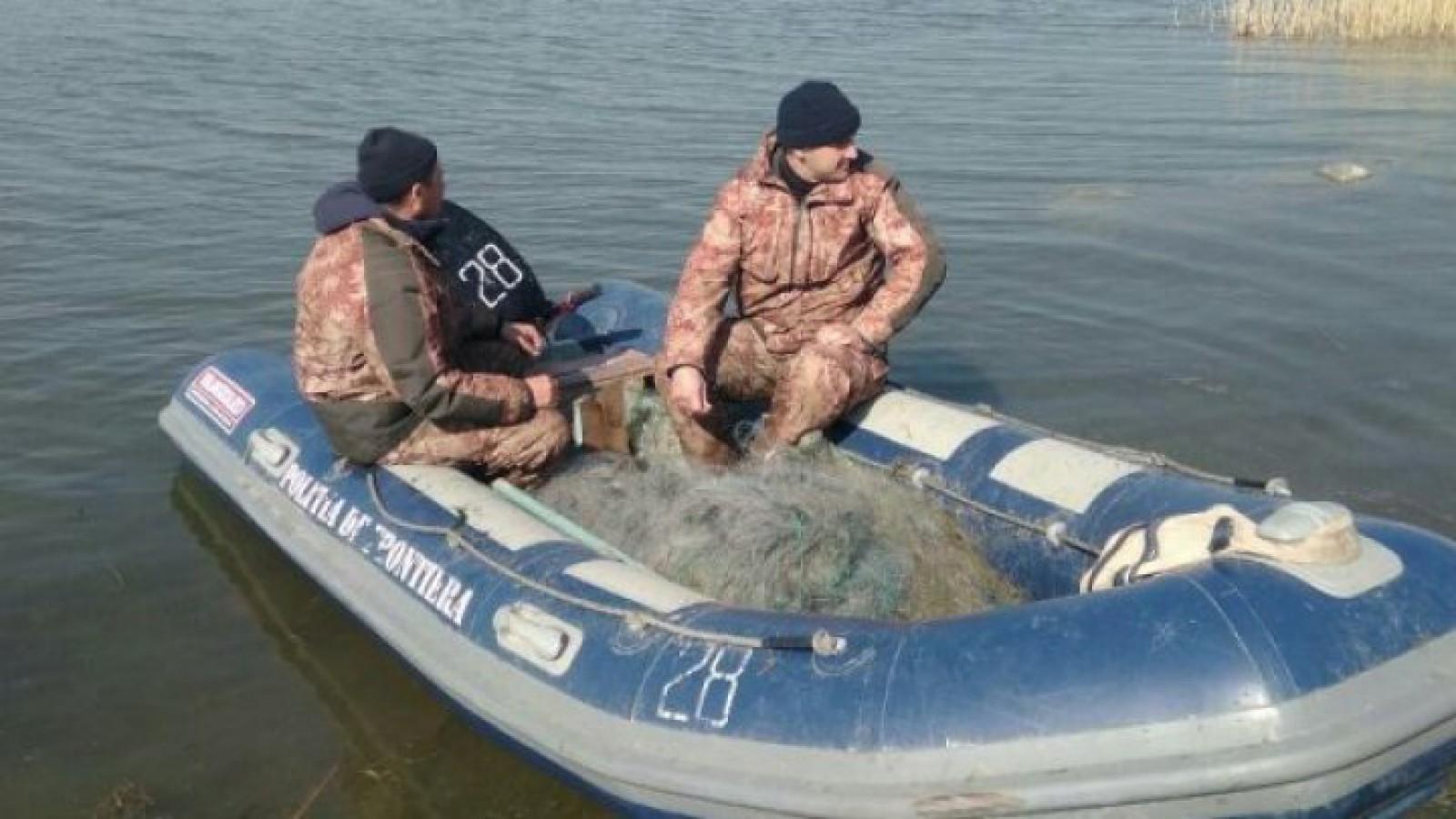 Cu ochii pe undețe: Nouă pescari, prinși la pescuit ilegal