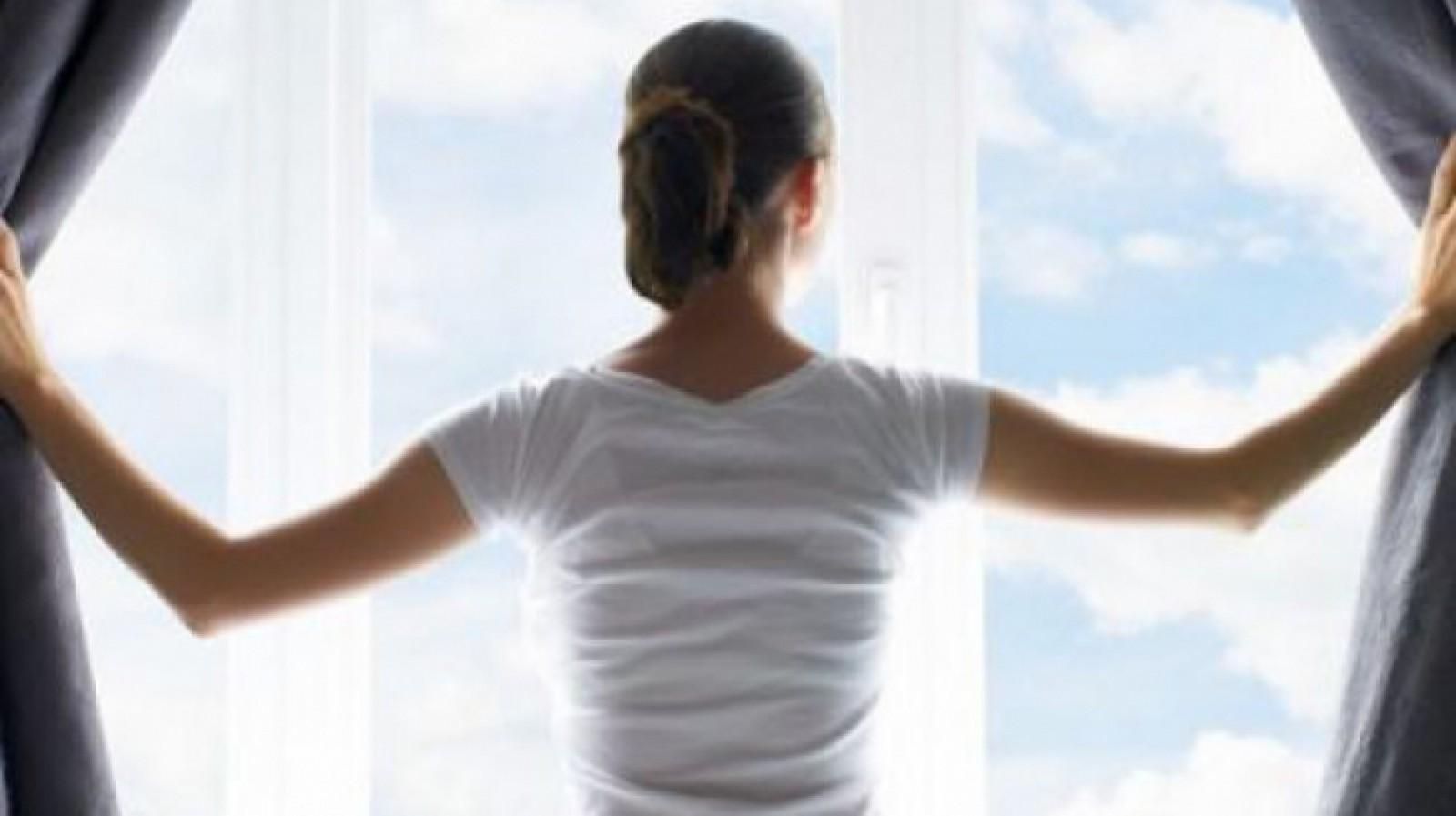 Cum să răcorim casa fără aer condiţionat în zilele caniculare. Cele mai simple şi eficiente metode