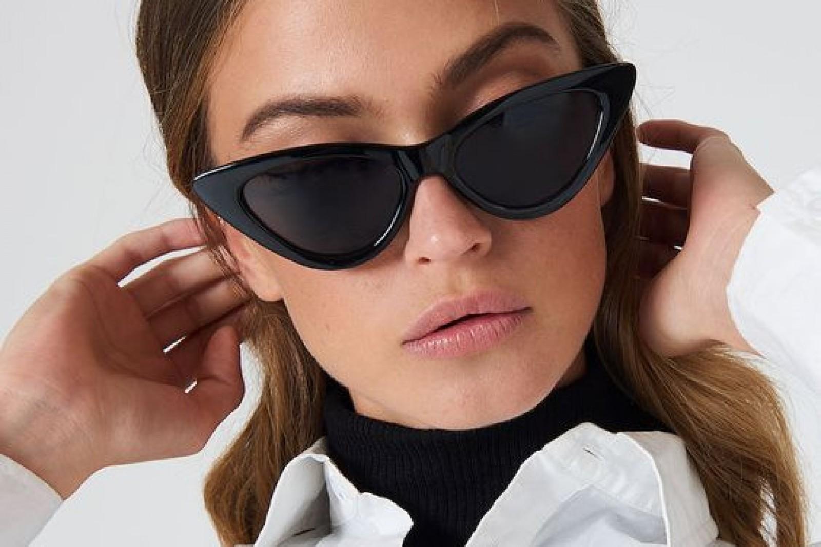 Cum să-ţi alegi rujul în funcţie de ochelarii pe care îi porţi