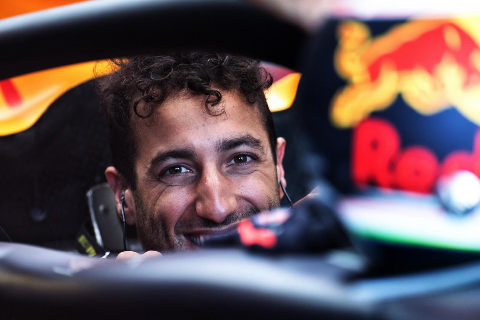 Daniel Ricciardo părăseşte Red Bull Racing la finele sezonului! Din 2019 va concura de partea Renault
