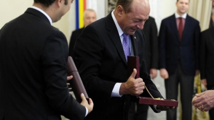 Decorați de Băsescu! Președintele României premiază personalitățile din Moldova