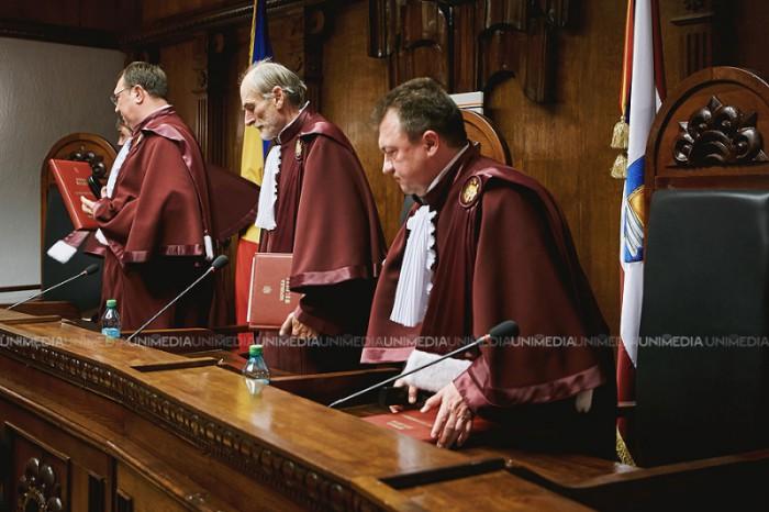 Demiterea directorilor ANRE: Curtea Constituțională suspendă Hotărârea Parlamentului