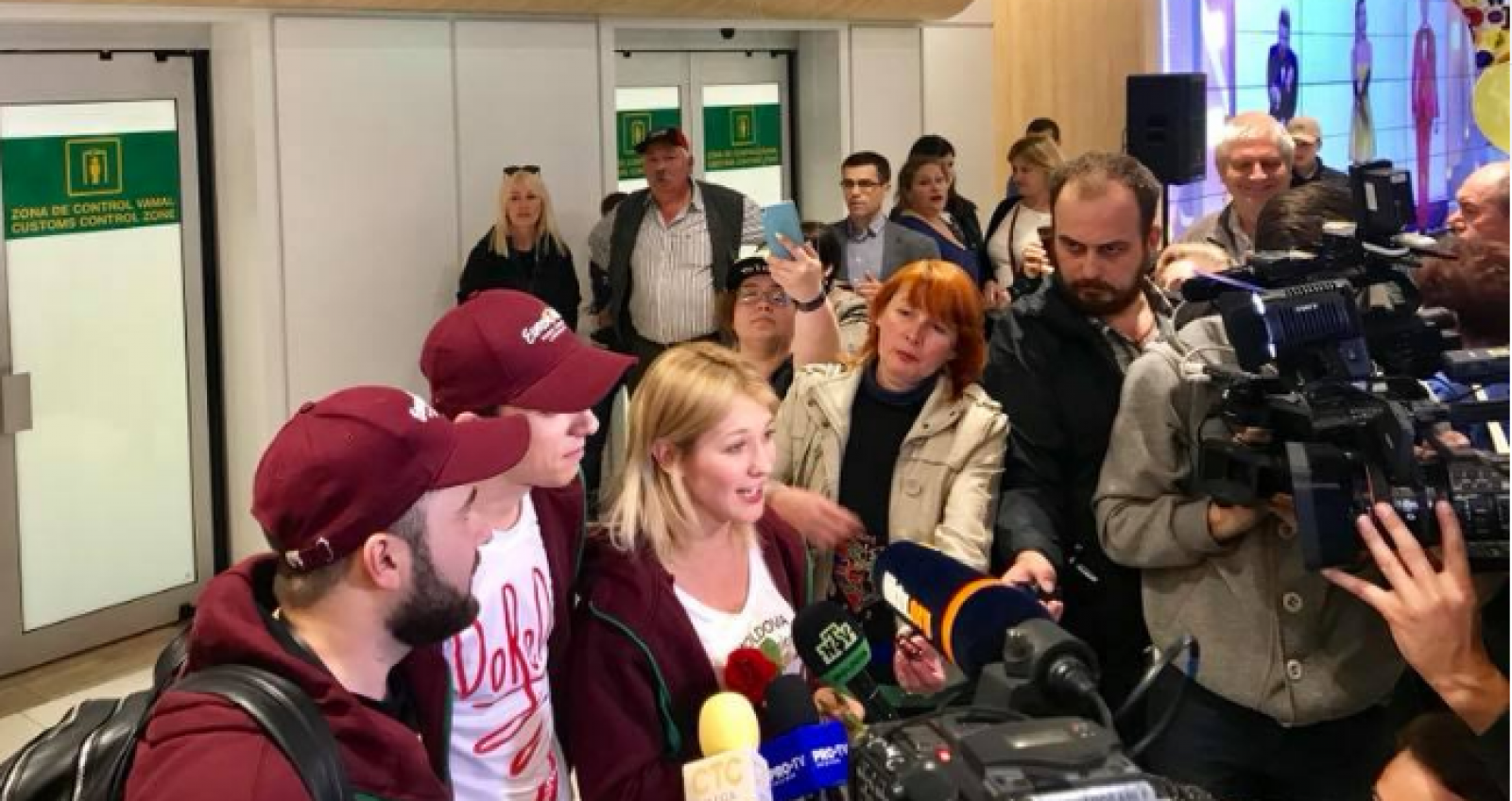 DoReDos a revenit acasă de la Lisabona. Membrii trupei au fost întâmpinați cu aplauze pe aeroportul Chișinău
