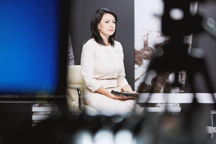 Elena Robu, prezentatoarea emisiunii Alb&Negru de la UNIMEDIA, pleacă din țară: Am decis să plec în Franța