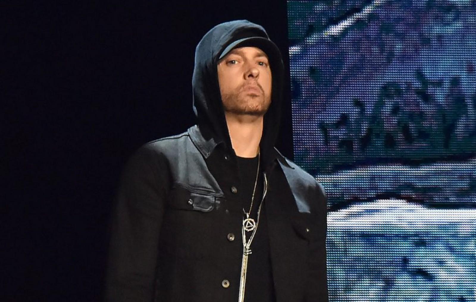 Eminem a sărbătorit 10 ani de când nu a mai consumat alcool