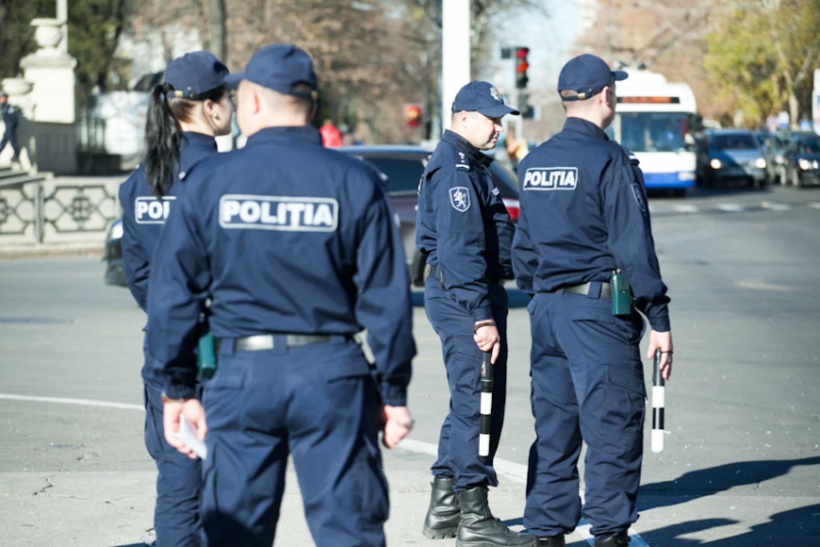 Exercițiu de simulare al forțelor de intervenţie într-o situaţie de urgenţă pe strada Mateevici din capitală. Poliția cere cetățenilor să nu intre în panică