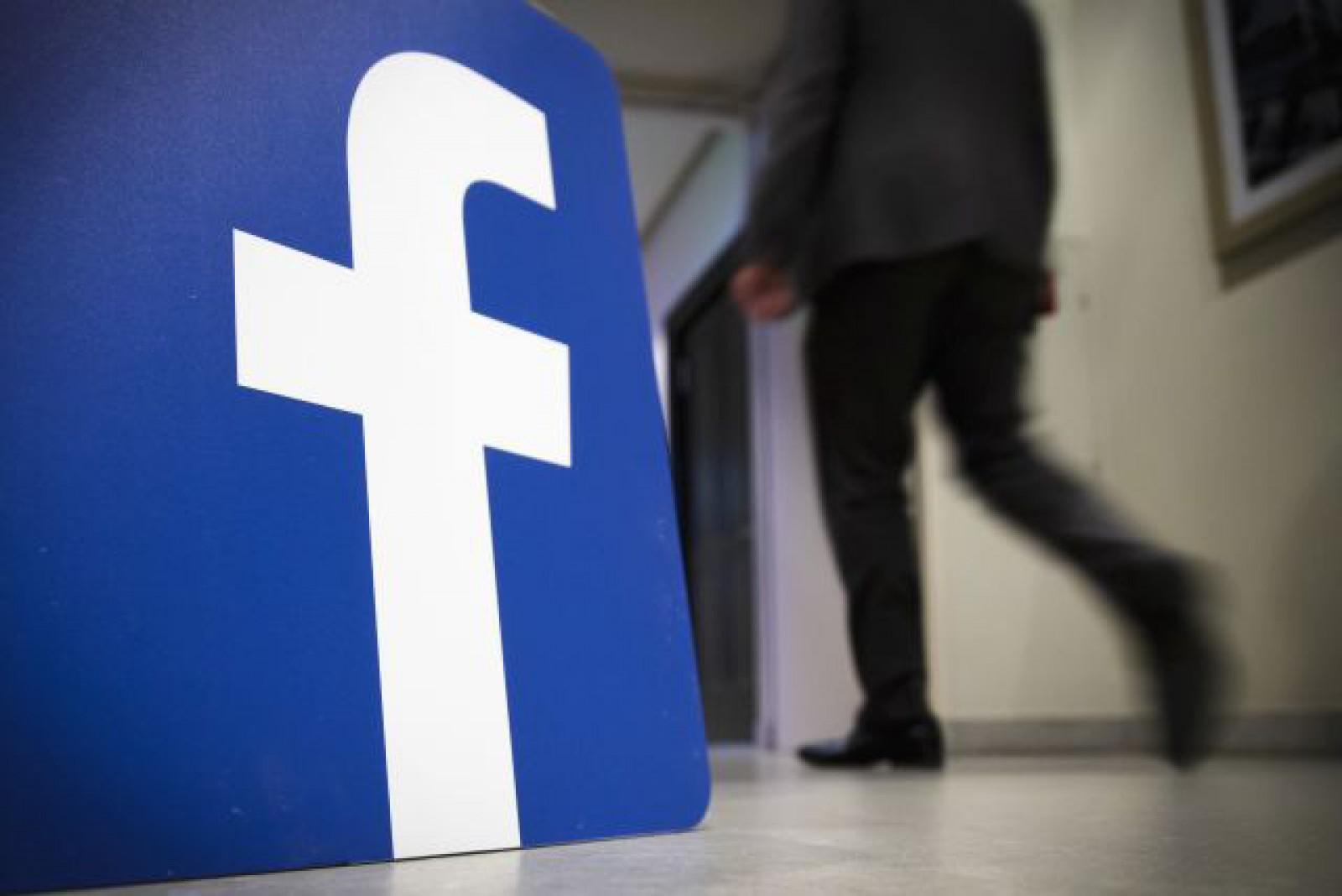 """Facebook trece prin schimbări majore: Fluxul de ştiri va fi """"umbrit"""" de discuţiile între prieteni"""