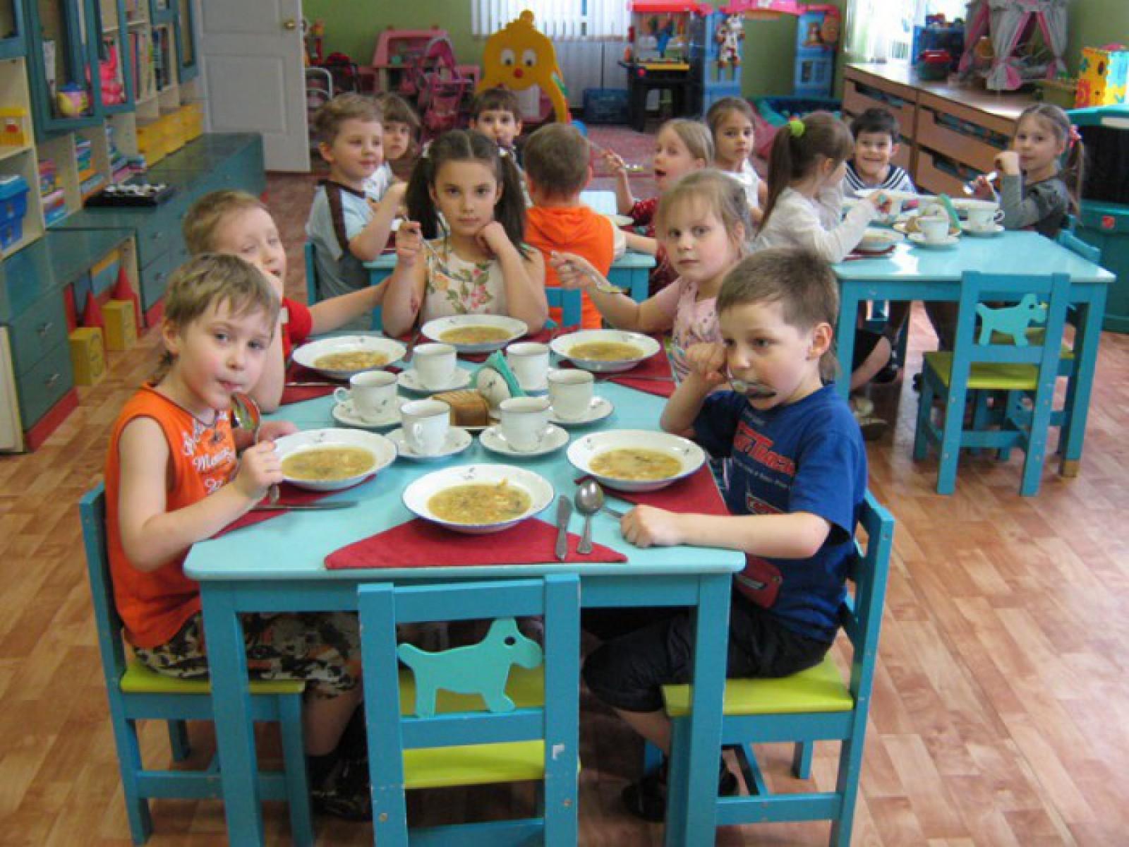 Fără peltea și mai puțin zahăr în meniul copiilor. S-au efectuat modificări în regimul alimentar în instituţiile de învăţământ
