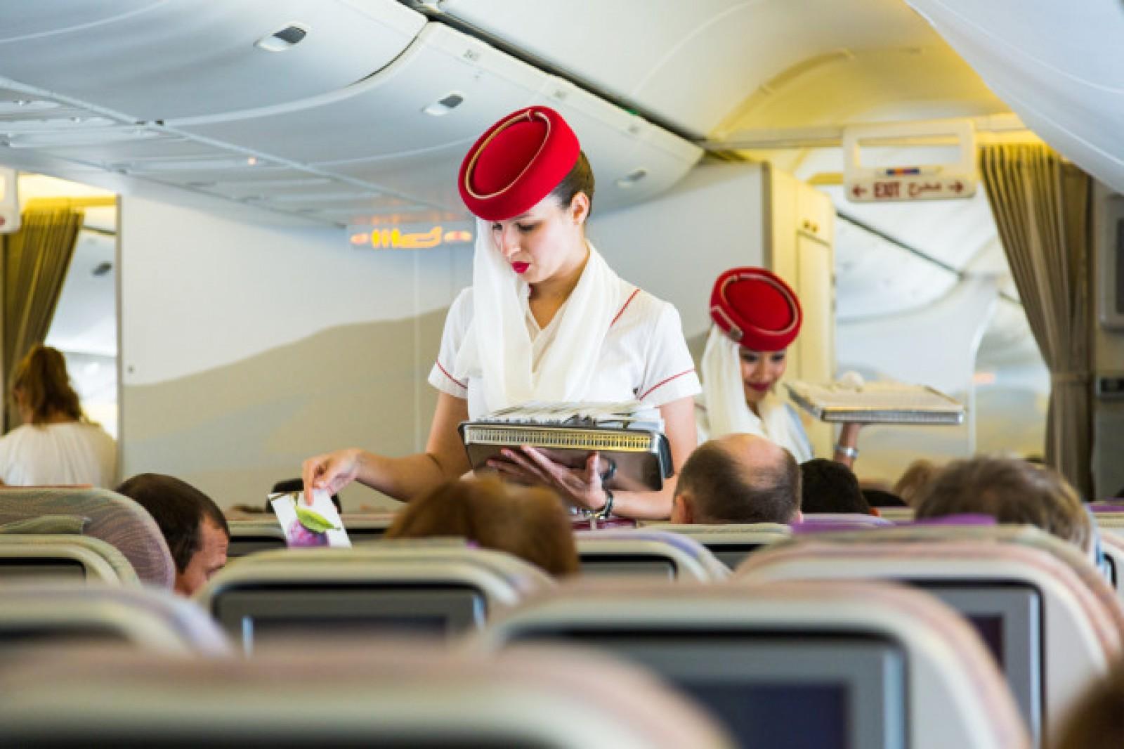 Femeie reținută și umilită în Dubai, după ce a băut vin la bordul unui avion