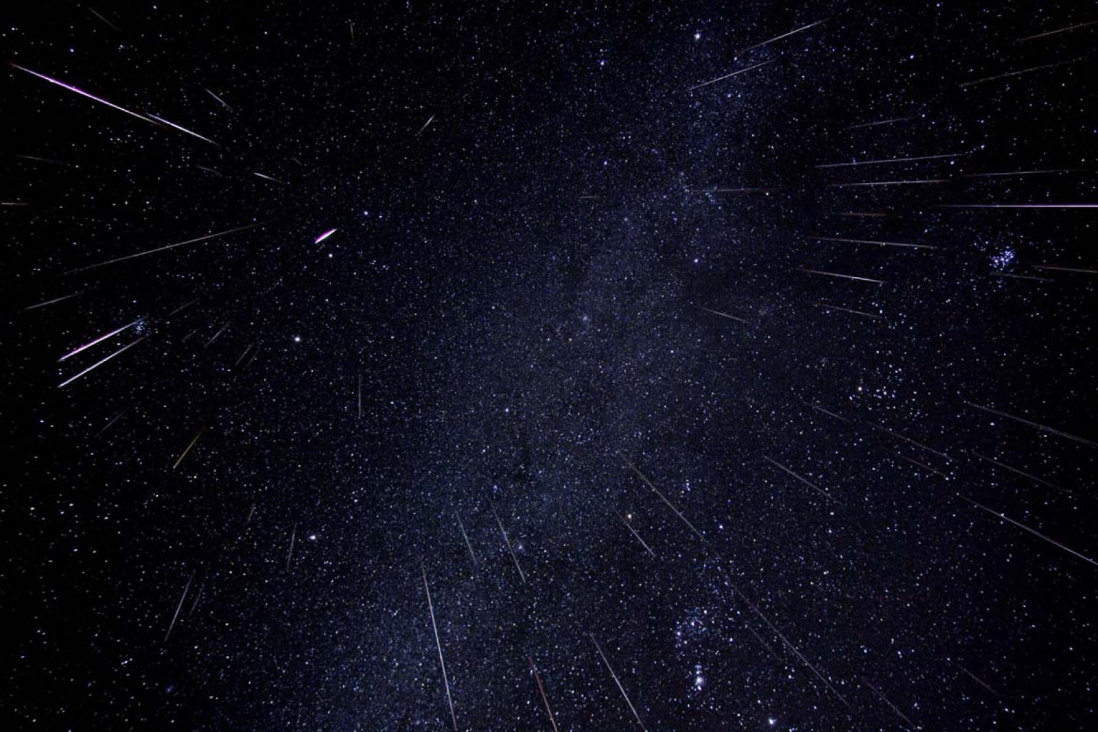 """Fenomenul astronomic al lunii august: Astăzi vor putea fi observate """"stele căzătoare"""" pe cerul de noapte"""