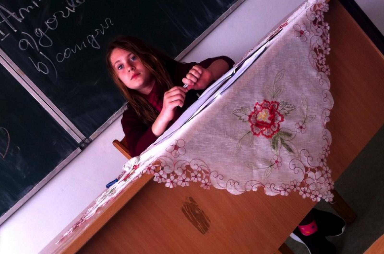 O fetiță de 11 ani din Vaslui a fugit de acasă pentru a o determina pe mama sa din Moldova să se întoarcă la familie. A fost găsită după 13 ore de căutări