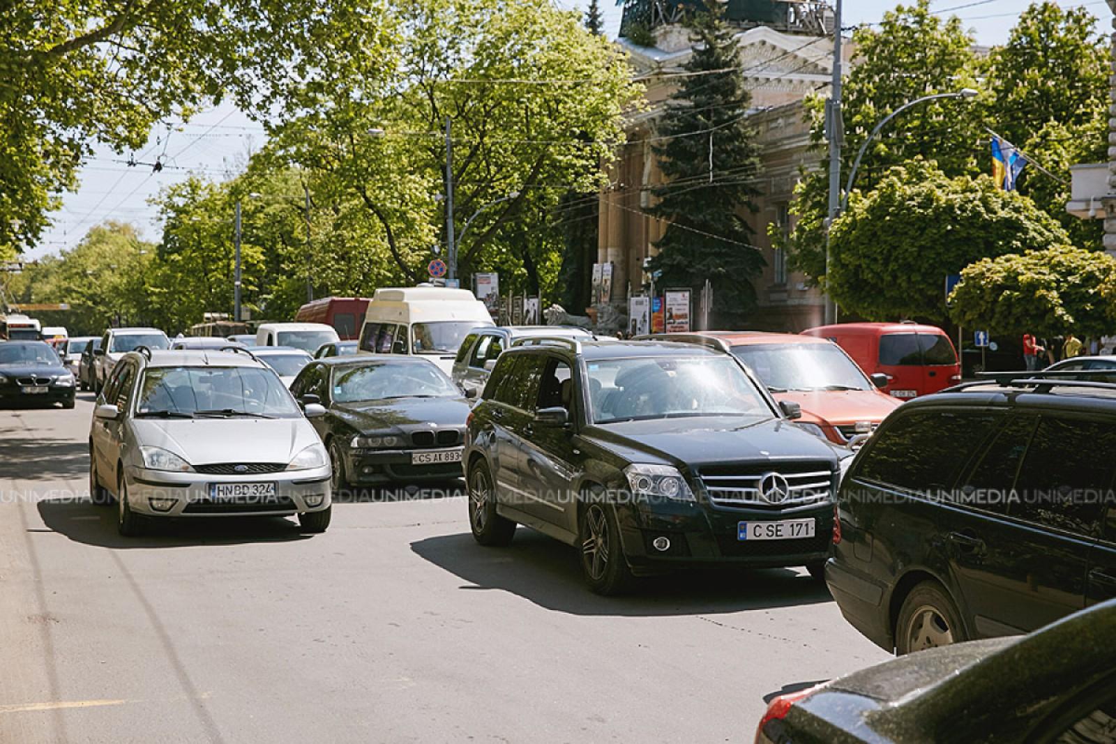 Flux majorat de transport, la această oră, în Chișinău. Străzile pe care să le eviți