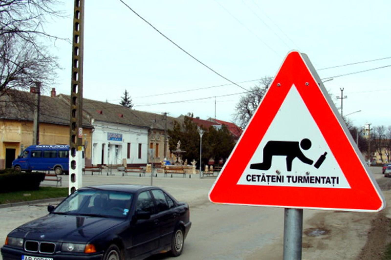 (foto) 11 dintre cele mai neobişnuite indicatoare rutiere. În România şi Ucraina există unele exclusive