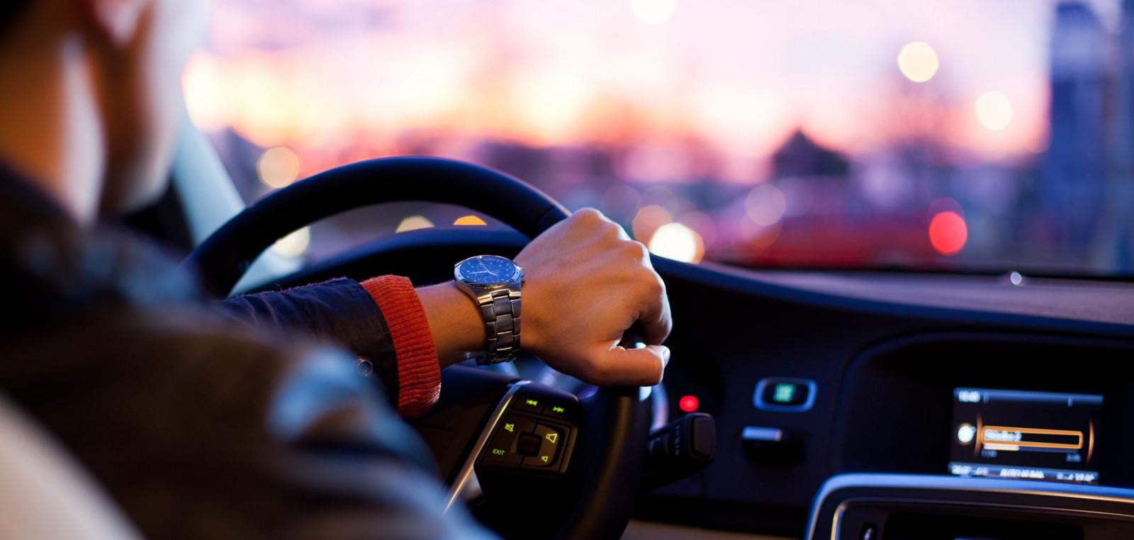 (foto) 15 gadgeturi utile de care ar avea nevoie orice automobilist modern