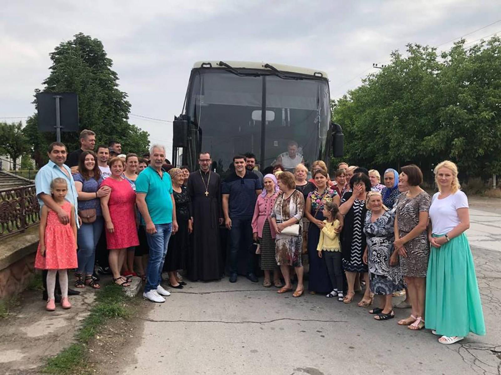 """(foto) Și iarăși Țuțu în preajma femeilor din Băcioi. Au vizitat mai multe mănăstiri din Moldova: """"Se datorează atașamentului față de credința ortodoxă"""""""