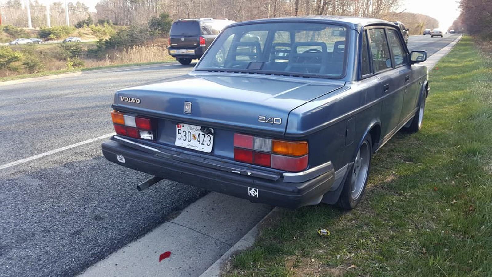 (foto) Accident între un Volvo din anii 80 şi o KIA modernă. Urmările nu au nevoie de comentarii