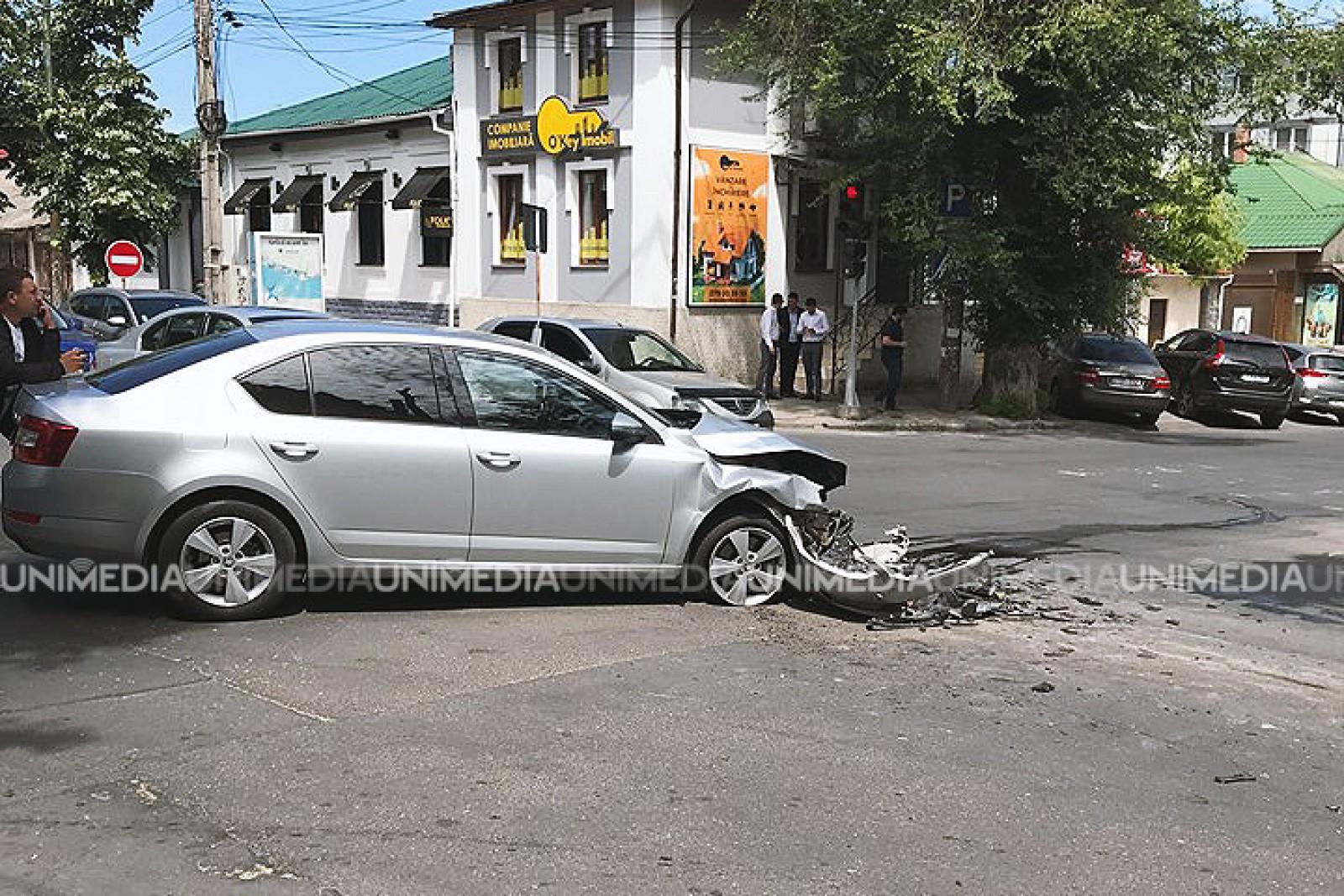 (foto) Accident violent în apropiere de USM: O Șkoda s-a tomponat cu o betonieră