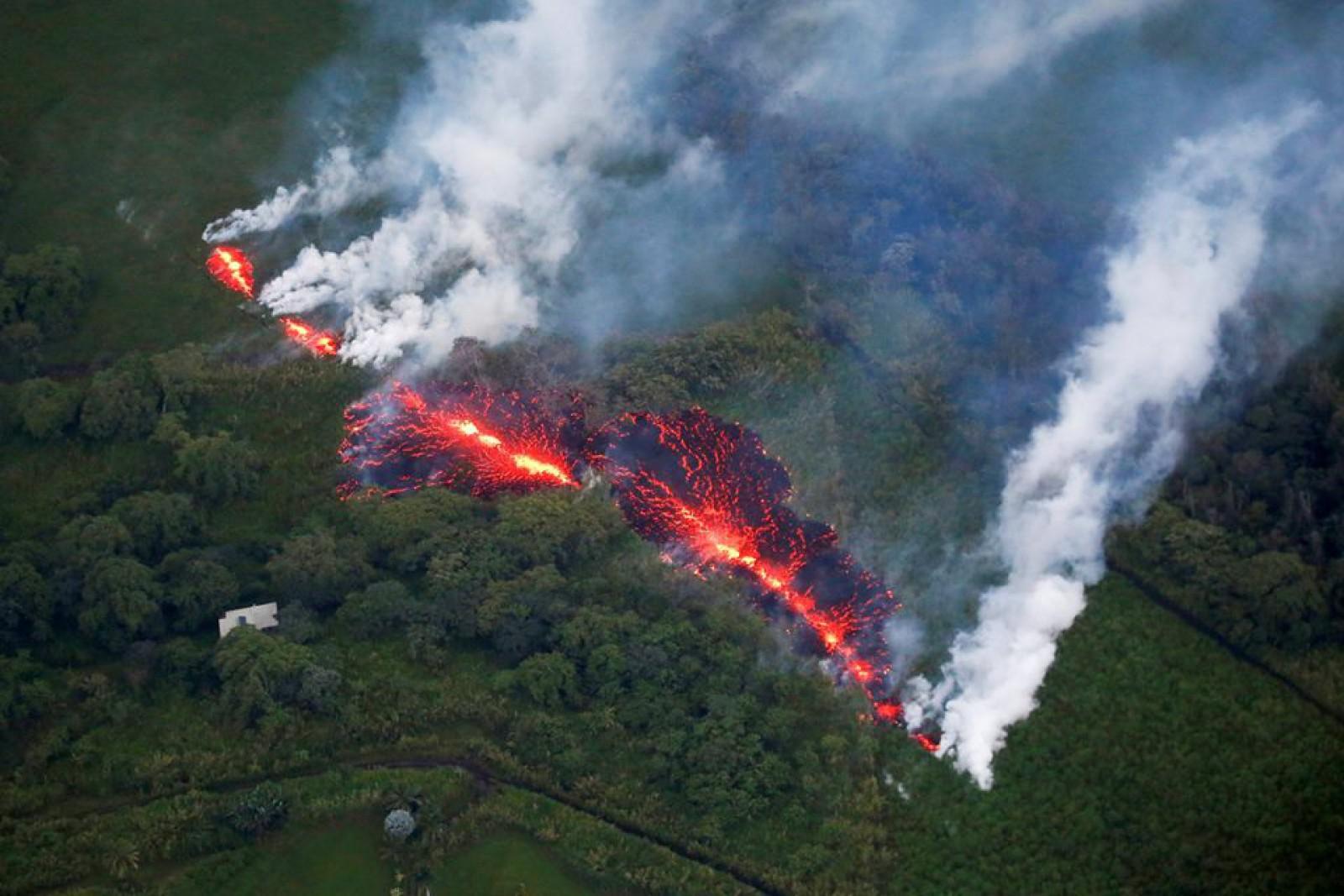 """(foto/video) Amenințarea unei """"erupții explozive"""": În Hawaii s-a deschis a 18-a fisură cu magmă"""