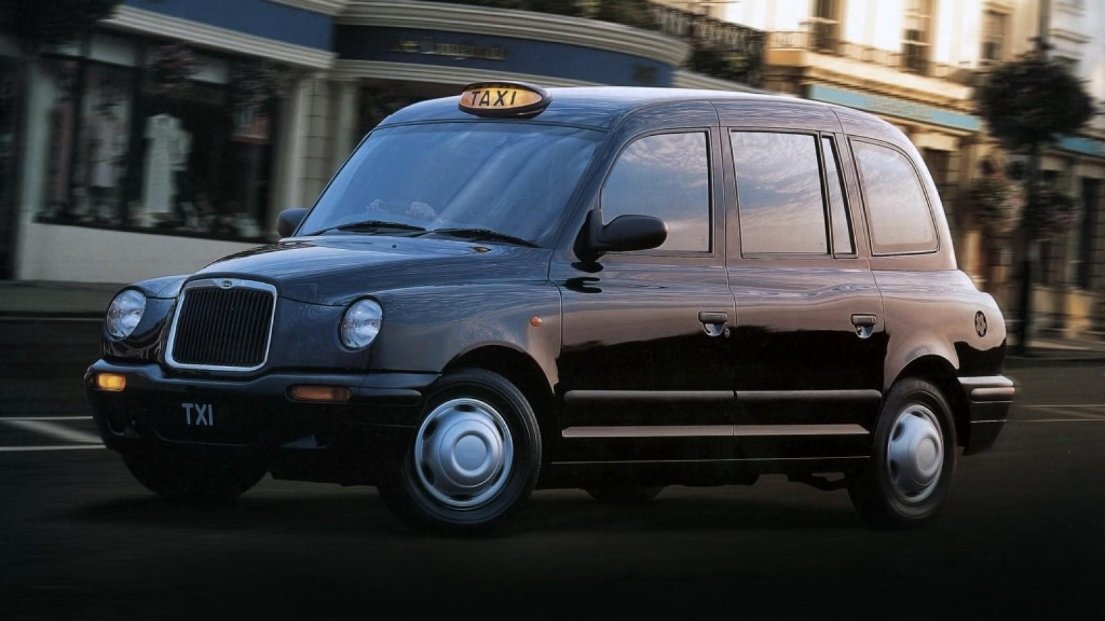 (foto) Apariţie neobişnuită pe o stradă din Chişinău – un taximetru londonez