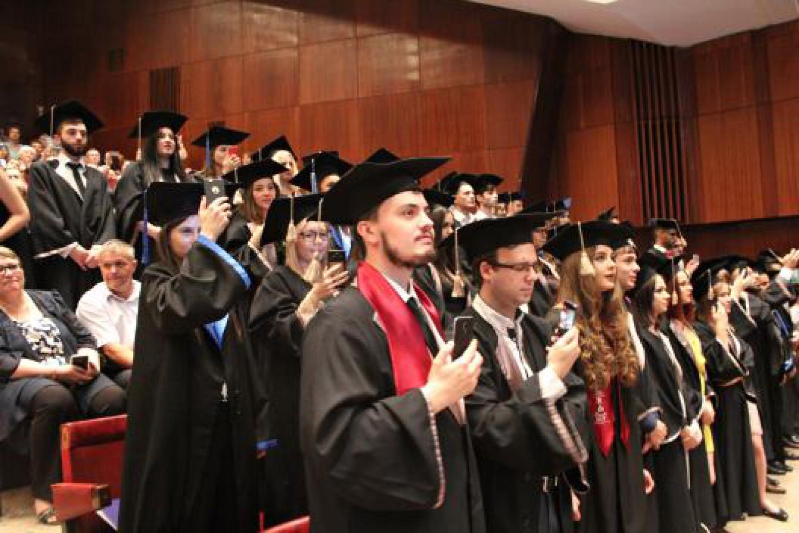 (foto) Aproape o mie de absolvenți, viitori medici, au depus astăzi jurământul lui Hippocrate