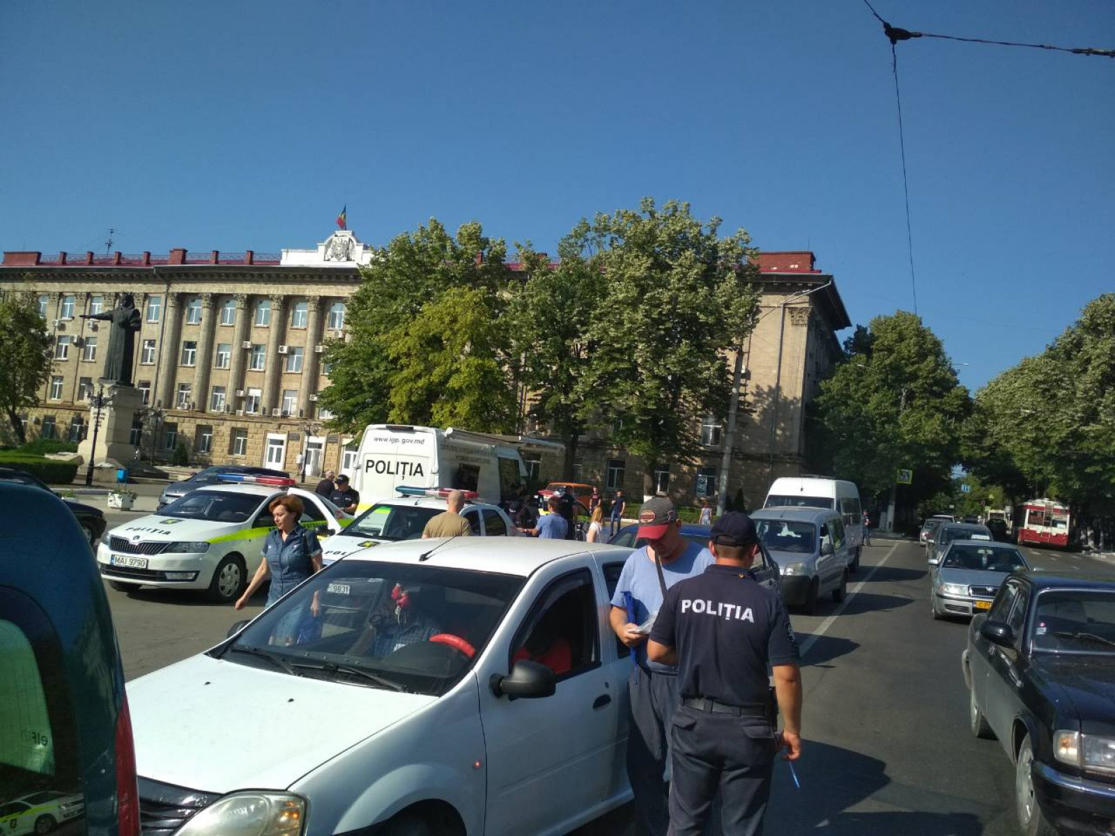 (foto) Bălți: Ofițerii de patrulare identifică șoferii din trafic care nu au cuplat centura de siguranță