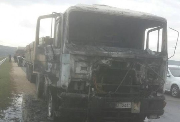 (foto) Cabina unui camion a fost mistuită de flăcări. S-a întâmplat pe traseul Chișinău-Orhei