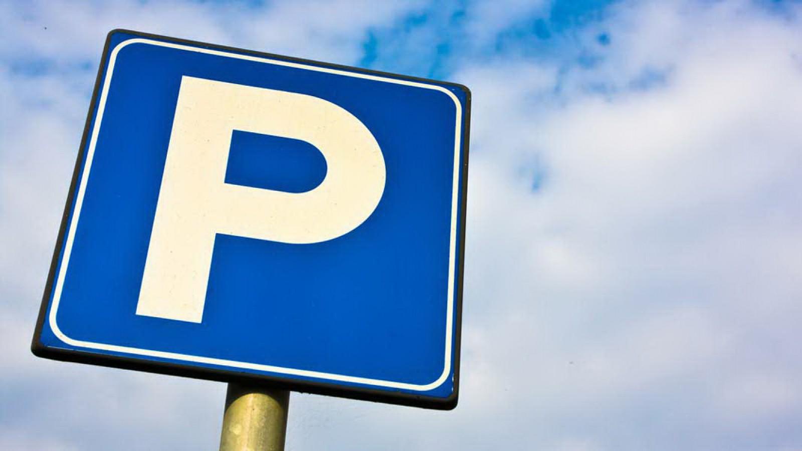 (foto) Chişinău: Cazul în care o maşină parcată iresponsabil poate deveni un obstacol periculos