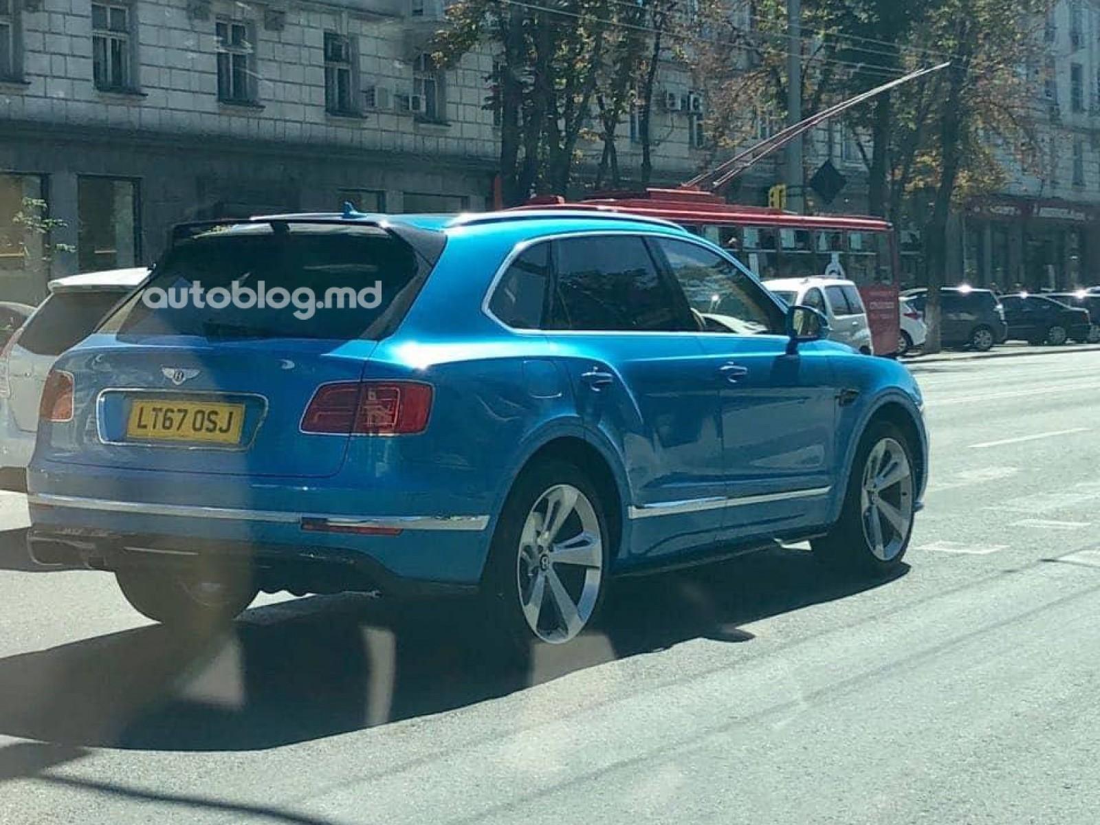 (foto) Chişinăul ştie să atragă maşini frumoase. A fost văzut încă un Bentley Bentayga într-o culoare specială