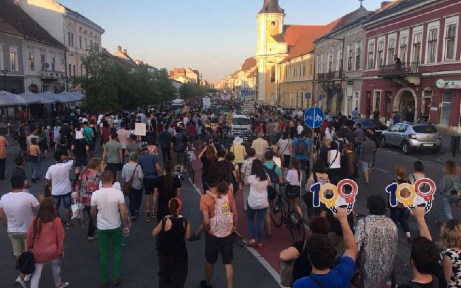 (foto) Circa cinci mii de oameni protestează la Cluj față de noul Cod de Procedură Penală