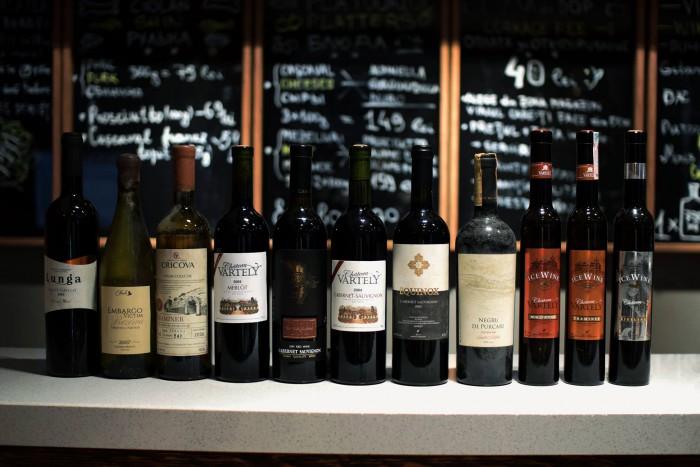 (foto) Degustare istorică la Chișinău. În premieră pentru Moldova au fost testate vinuri de peste 10 ani