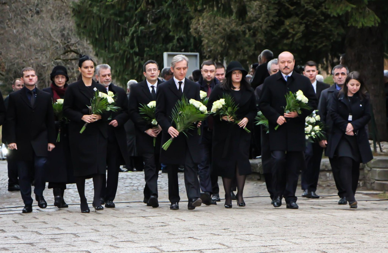 """(foto) Delegația Republicii Moldova a ajuns la funeraliile Regelui Mihai I. Alina Zotea: """"Drum bun, Majestate! Să vegheați de sus poporul român"""""""
