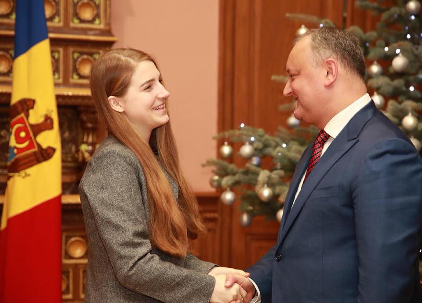 """(foto) Dodon urmărește """"Vocea României""""? Ana Munteanu a primit """"Diploma de onoare a președintelui Republicii Moldova"""""""