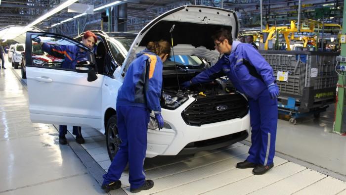 (foto) Ford a demarat producţia lui EcoSport în România. Maşina va ajunge pe 56 de pieţe