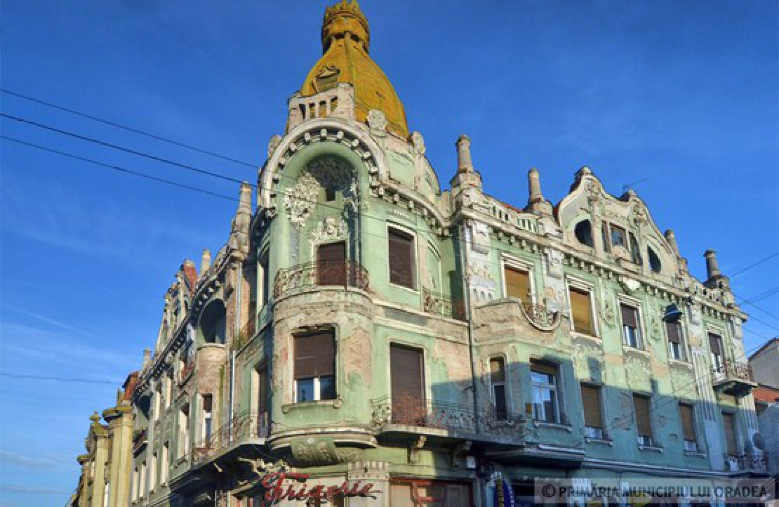 """(foto) Lecție de urbanism de peste Prut. Un Palat a fost restaurat şi arată superb: """"Şi-a recăpătat strălucirea de odinioară"""