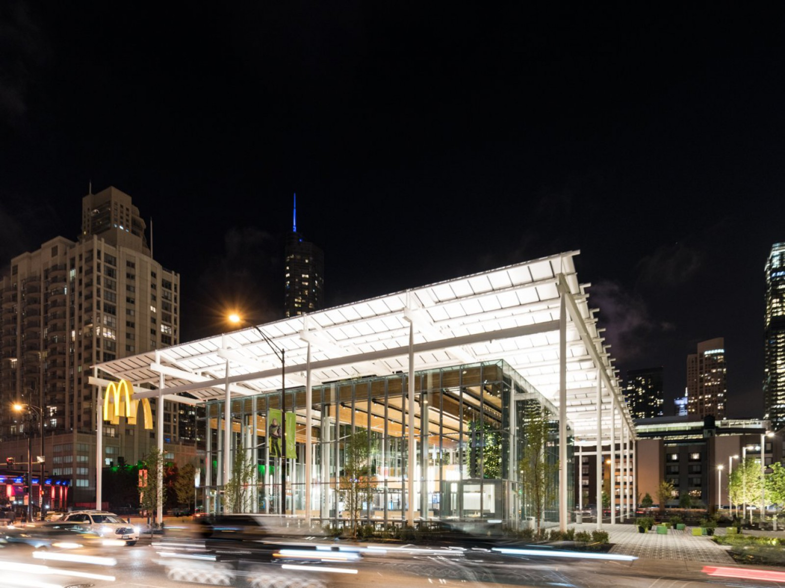(foto) McDonald's a deschis un restaurant ultramodern în Chicago, care seamănă mai mult cu un magazin Apple