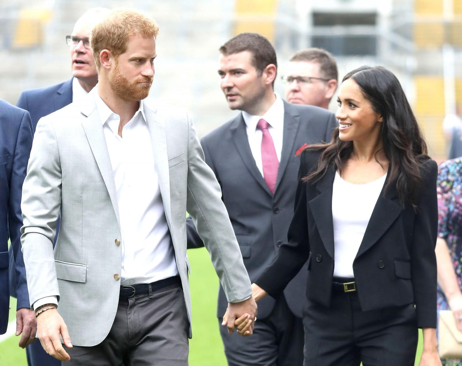 (foto) Meghan Markle, primul turneu regal alături de Prințul Harry. A purtat cinci ținute pe parcursul a 24 de ore