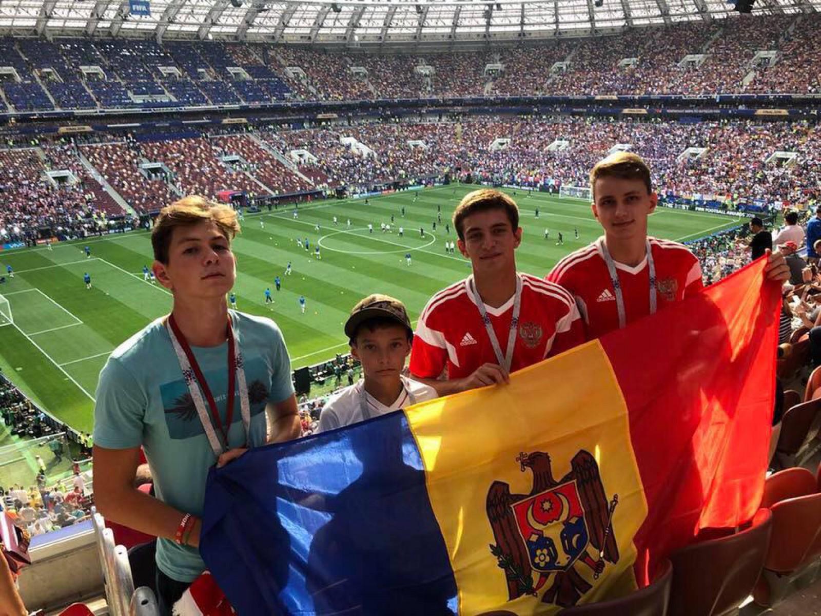 (foto) Igor Dodon alături de Emmanuel Macron și soțiile lor la finala Campionatului Mondial. Mesajul postat de Dodon