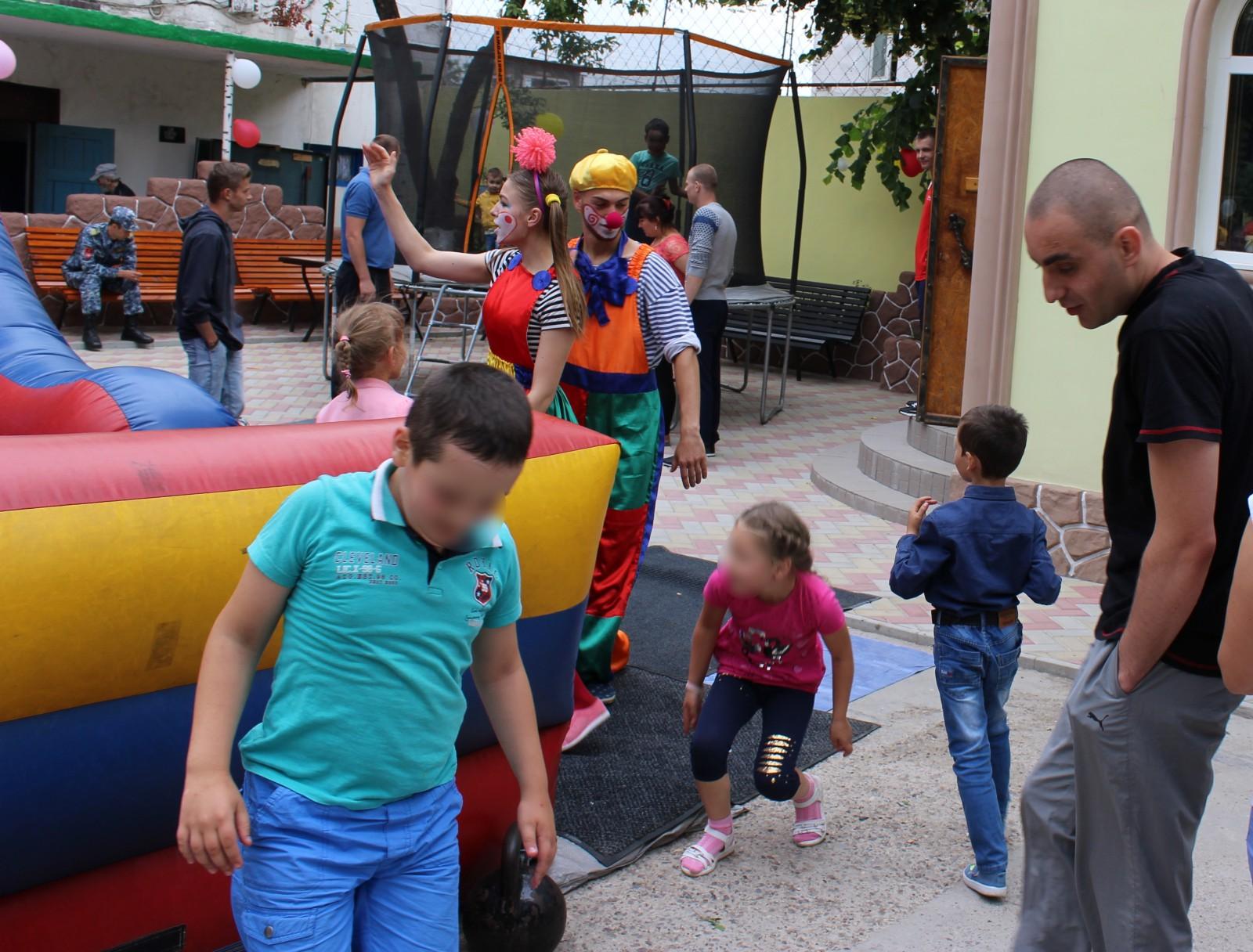 """(foto) """"O zi cu tata"""" la Penitenciarul nr. 6 din Soroca: 50 de copii au petrecut o zi împreună cu tații lor"""