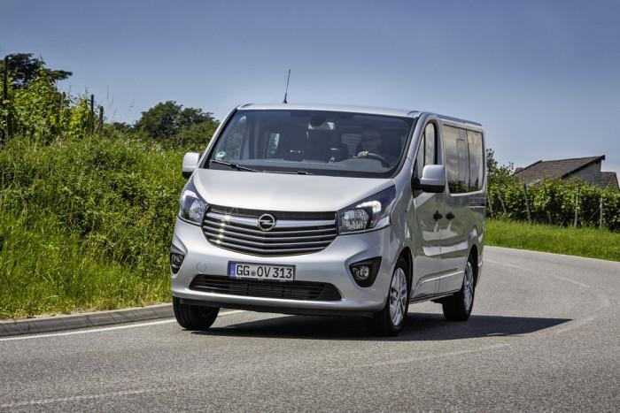 (foto) Opel introduce modelul business Vivaro Tourer şi cel pentru familişti Vivaro Combi+