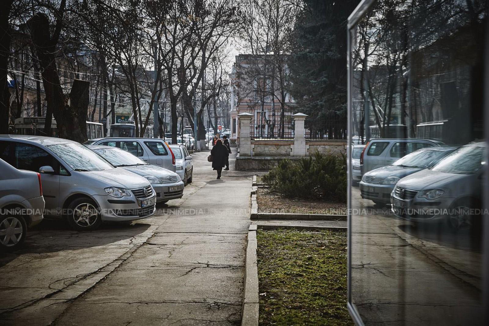 (foto) Proprietarul a rămas şocat! Iată ce i s-a întâmplat cu maşina, peste noapte, în cartierul Telecentru