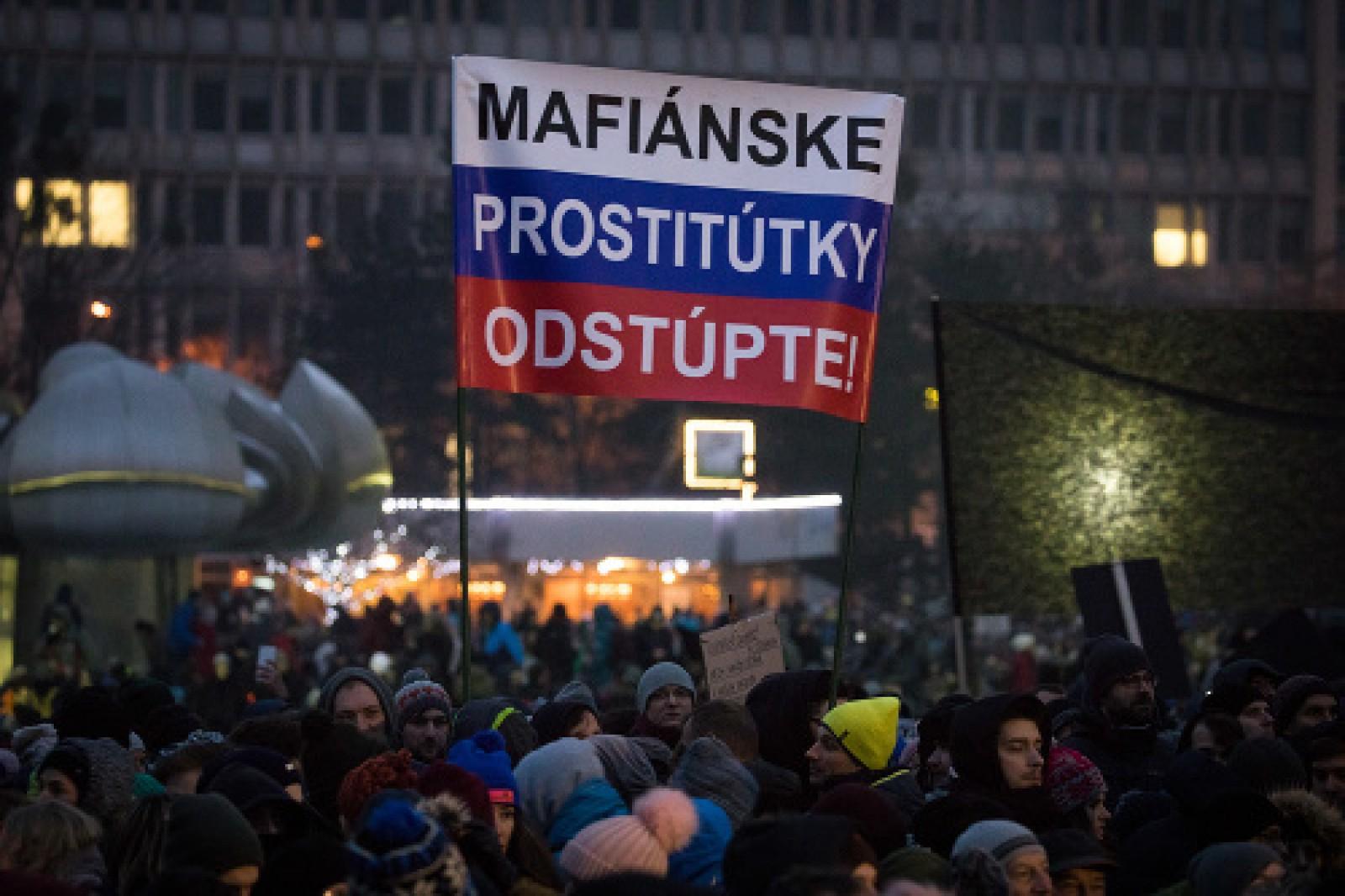 (foto) Proteste masive la Bratislava după omorul unui jurnalist de investigație. Corespondență de la Bratislava din partea unui tânăr originar din Moldova